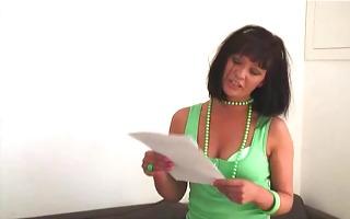 jo guest - in green