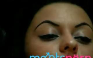 arab gal fingering her snatch on cam -