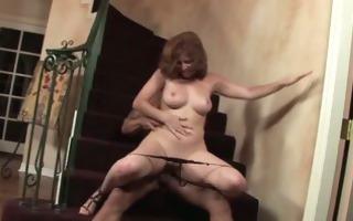 hawt momma in stairway