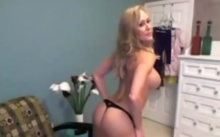 amateur blond d like to fuck toys on webcam