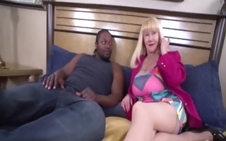 hot blond grandma gives her st orall-service