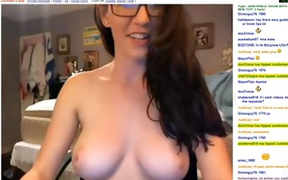 cute dark brown bonks pussy on cam