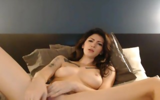 tattooed amateur beauty masturbating on livecam hd