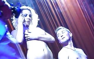 hawt lap dance on public stage