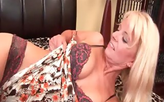 granny in nylons fucks herself with a