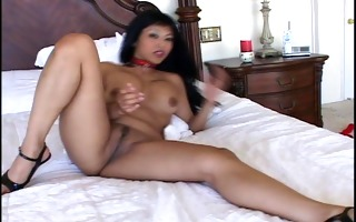 mihia showing off her chinese cum-hole roll (clip)